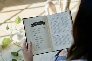 cna resume - woman reading