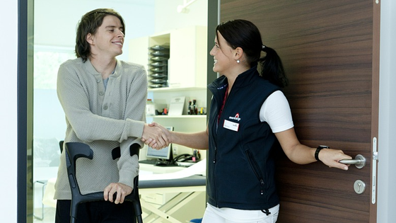 nurse and patient shaking hands