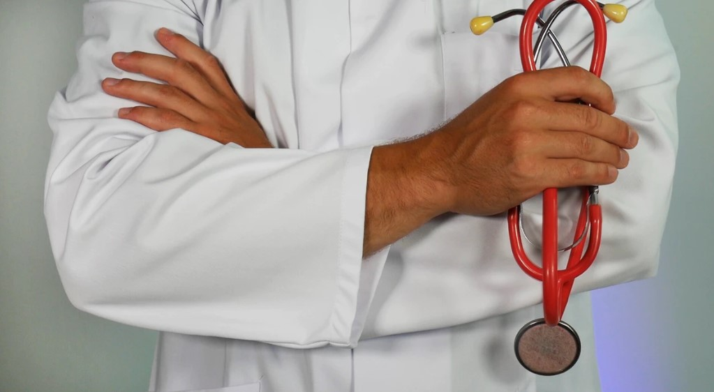 best stethoscope in doctor's hand